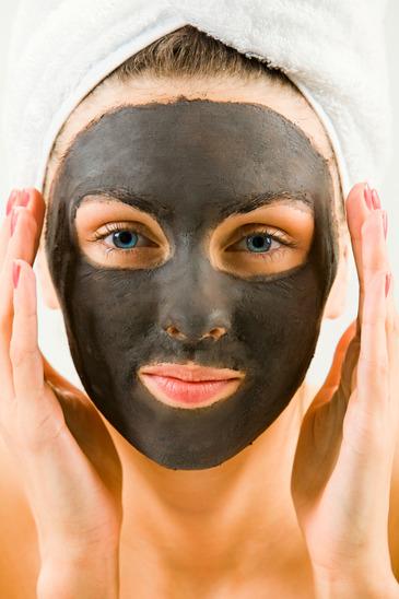 Gesichtsmaske aus Heilerde gegen Pickel