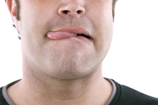 Pickel auf der Zunge sind ziemlich schmerzhaft